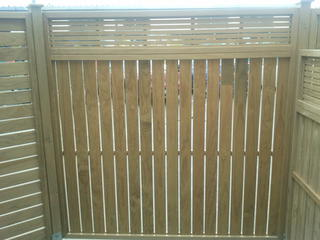 Dressed Vertical Panel With Oriental Top Fence